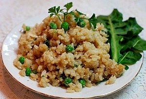 Жареный рис с яйцом и горошком