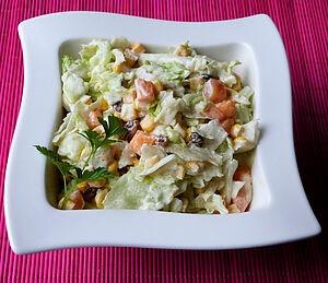 Салат с хурмой и кукурузой