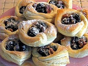 Слойки с черносливом и грецкими орехами