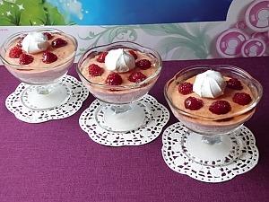 Десерт из творога с желатином и малиной