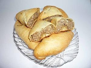 Пирожки с печенью и яйцами из слоеного теста