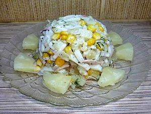 Салат из кальмаров с ананасами и кукурузой