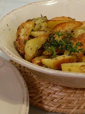 Картофель запеченный в рукаве с чесноком и розмарином