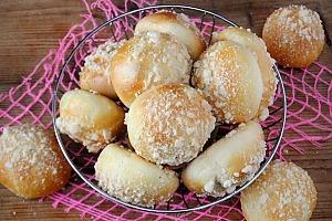 Дрожжевые булочки с яблоками