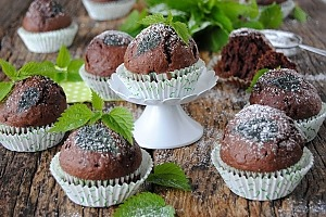 Шоколадные маффины с крапивой