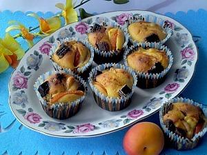 Маффины с вафельными конфетами и абрикосами