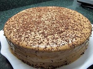 Быстрый торт из готовых коржей с кремом