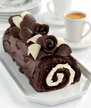 Шоколадно-каштановый рулет