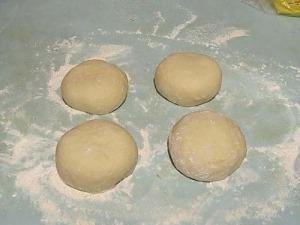 Дрожжевое тесто для пиццы на воде