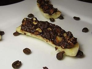 Бананы фаршированные шоколадом и орехами