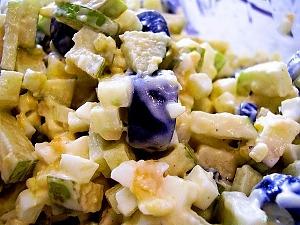 Салат с яйцами и яблоками