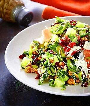Салат из сырой брюссельской капусты с ветчиной