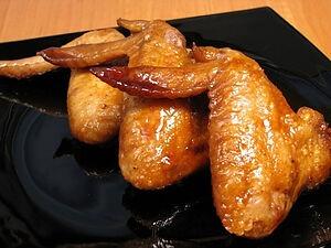 Крильця в медово-соєвому соусі на сковороді