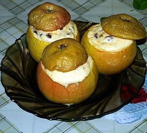 Яблоки печеные с творогом и изюмом