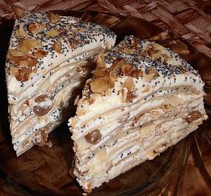 Блинный торт с творогом, изюмом и маком