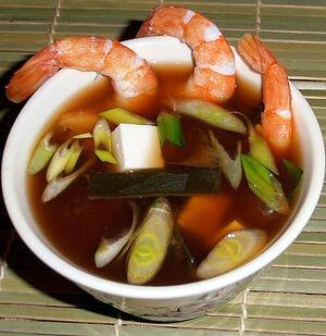 Мисо-суп с креветками и зеленым луком