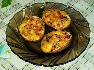 Картофель запеченный с сыром и копченым окороком в духовке