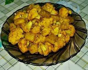 Тушеная цветная капуста с картофелем