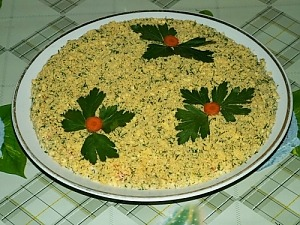 Салат из рыбной консервы с солеными огурцами