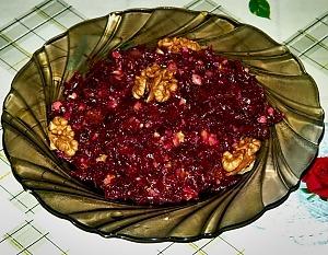 Салат со свеклой орехами и изюмом