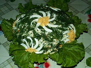 Салат с сайрой и рисом
