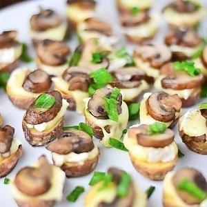 Закуска из картофеля с сыром и грибами
