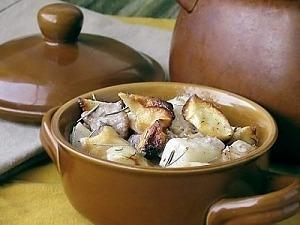 Картофель с мясом и сушёными яблоками