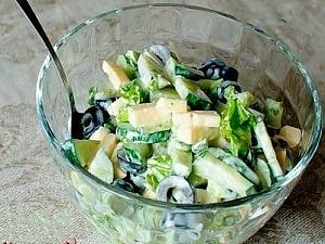 Салат из огурцов и маслин
