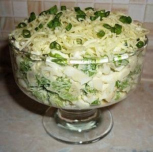 Зеленый салат с сельдью