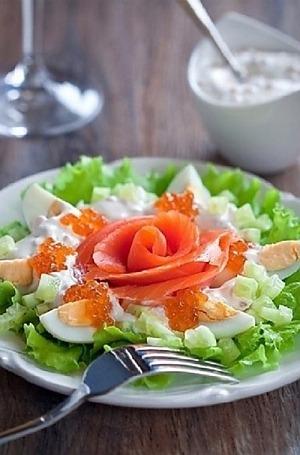 Салат с рыбой и икрой