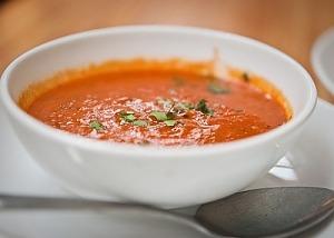 Томатный суп с миндалем