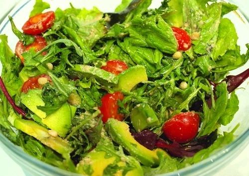 Салат из авокадо и рукколы
