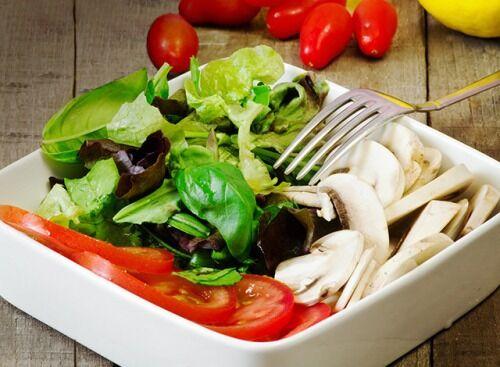 Салат с карпаччо из шампиньонов