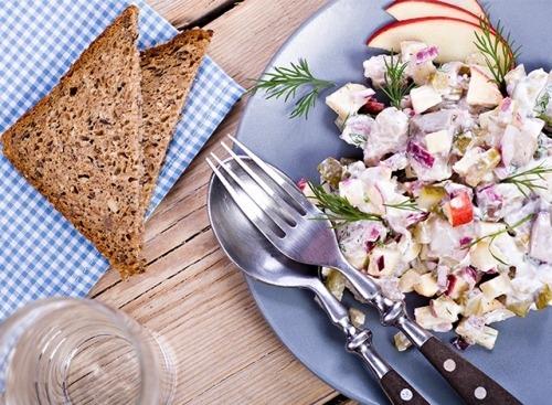 Картофельный салат с сельдью и эндивием