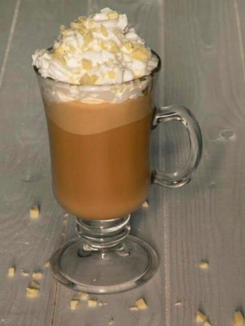 Холодный кофе с ванильным мороженым