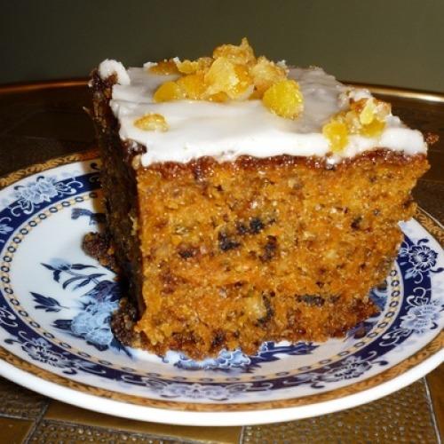 Морковный пирог с изюмом и орехами