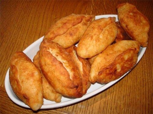 Смажені пиріжки з листкового тіста з рибою