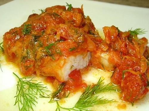 Рыба тушеная в томате с овощами