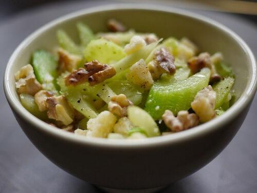 Салат з яблук з селерою