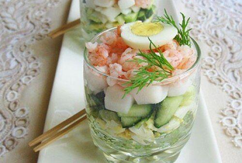 Порционный салат с креветками