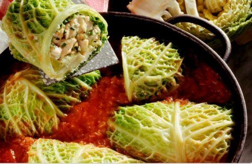 Голубцы с савойской капусты с индейкой в томатном соусе