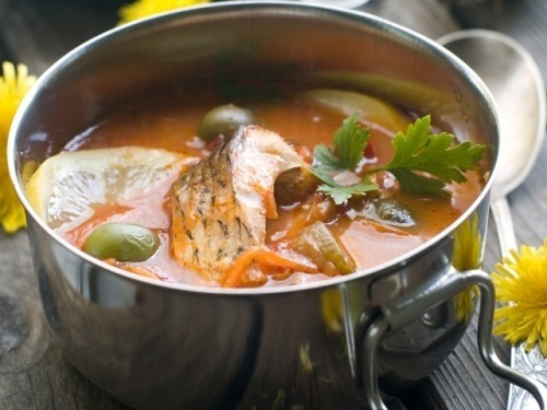 Рыбный суп с оливками и каперсами