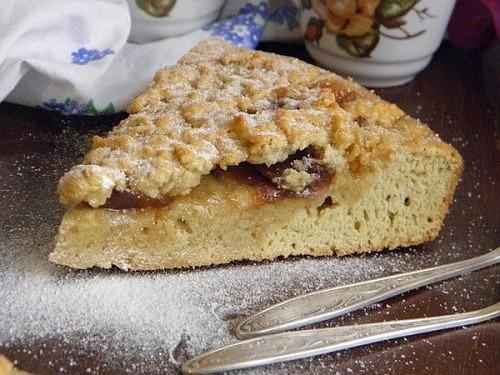 Пирог с яблочным вареньем в духовке