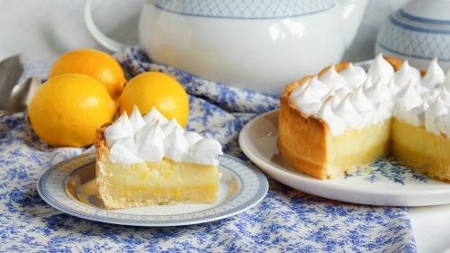 Тарт с лимонным курдом и швейцарской меренгой