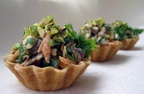 Тарталетки с салатом из говядины