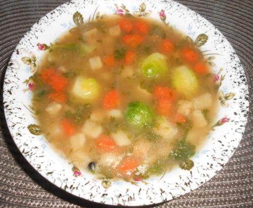 Суп с брюссельской капустой на курином бульоне