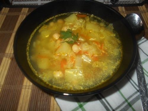 Овощной суп с пекинской капустой и нутом