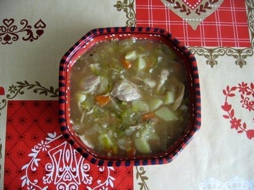Овощной суп из лука-порея и пекинской капусты