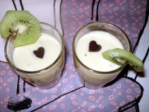 Молочный коктейль с киви и мандаринами