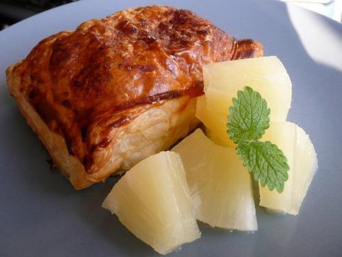 Слойки с творогом и ананасом